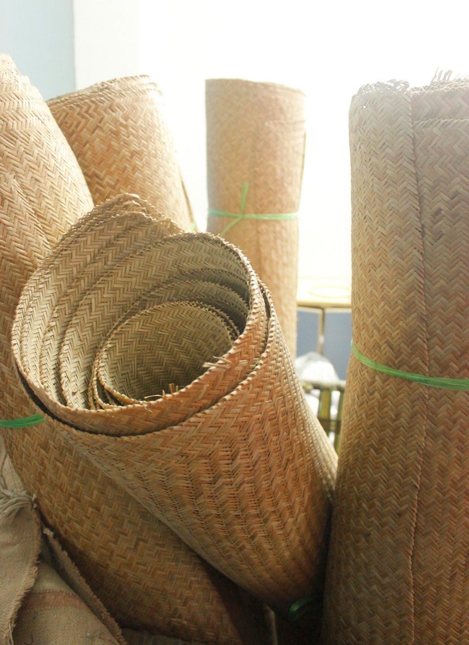 bamboo strips woven into lengths, used as the base fabric for handbags.